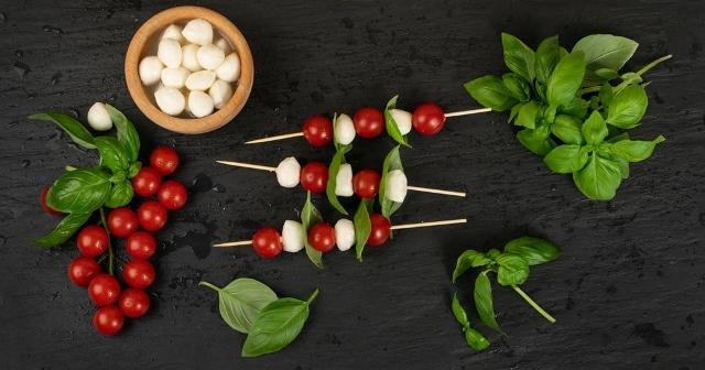 brocheta queso fresco y tomate cherrys