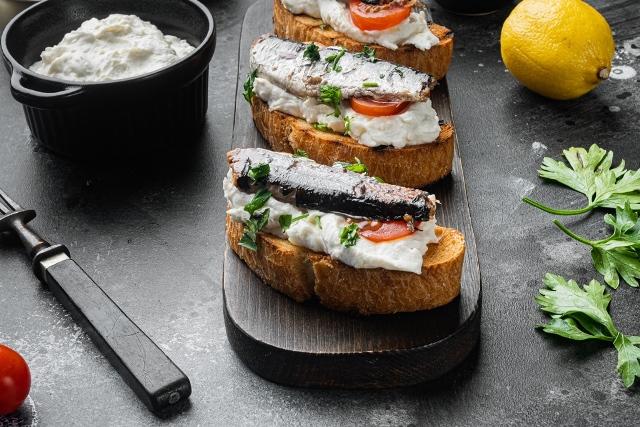 sardinas con queso fresco